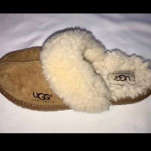 Cute UGG Brown slippers size 3 Kids size